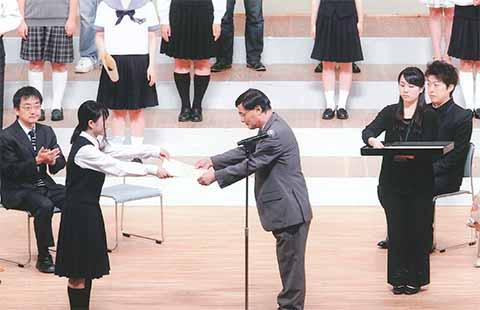 http://www.shimanet.ed.jp/izusho/news/choir140817_02.jpg
