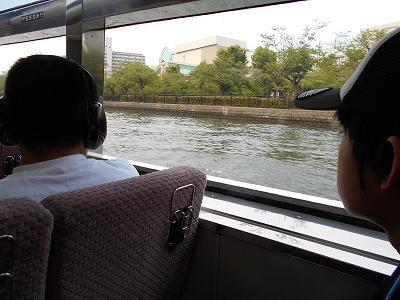 水上バスに乗っているところ
