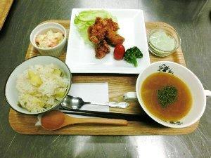 食堂 から揚げ定食.jpg
