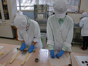 製菓班の様子